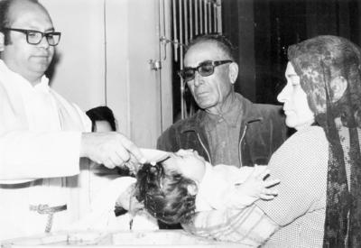 11122016 Sr. Alberto Salas y Sra. María Hernández de Salas en el bautizo de su nieta, Ana Lidia Calderón Salas, en 1970.