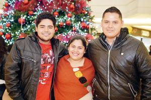 11122016 Gustavo, Getse y Ángel.