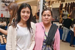 11122016 POSAN PARA LA FOTO.  María y Oralia.