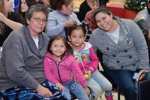 12122016 Leticia, Renata, Sofía y Mariela.