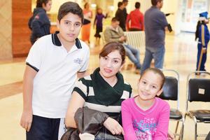12122016 Luis, Ruby y Katia.