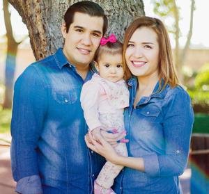 11122016 Mia Anett celebra su primer año de vida acompañada por sus papás, Alex y Neri. - Michel Morán Fotografía