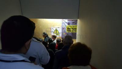 Los derechohabientes desalojaron el tercer y cuarto piso por seguridad.
