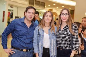 13122016 Alejandro, Valeria y Jennifer.
