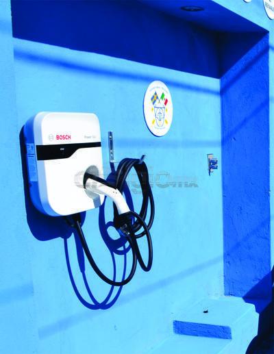 La Electrolinera, cuenta con tres estaciones de servicio, dos son de tipo plug europeo y cuenta con un conector J1772, es el que se utiliza universalmente para cargar los vehículos.
