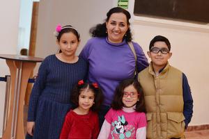 14122016 Ana, Amira, Maribel, Jenny y Farid.