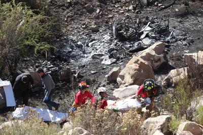 Los peritos informaron que el camión de carga se quedó sin frenos y cuando llegó a la rampa de frenado no logró detenerse y se desbarrancó, quedando sin vida tres personas.
