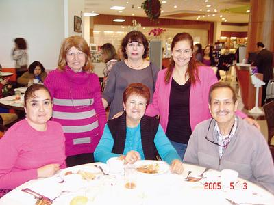 15122016 Emilia, Socorro, José Luis, Lorena, Martha y Sandy.