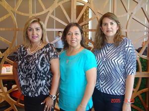 15122016 EN FESTEJO.  Janeth, Beatriz y María de Lourdes.