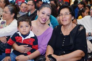 15122016 EN FAMILIA.  Erick, Lourdes y Ruth.