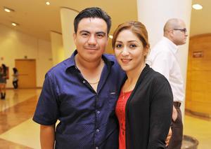16122016 EN EL TEATRO.  Omar y Marisol.