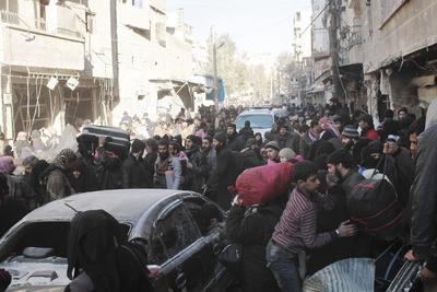Hasta ahora más de 8,000 personas habían abandonado la urbe desde ayer, tras un acuerdo entre las partes para un alto el fuego y la evacuación.