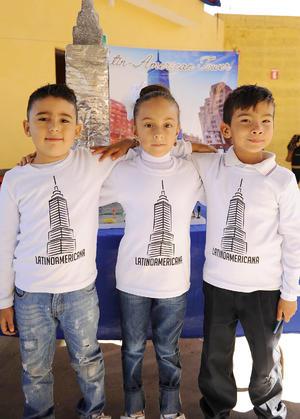 17122016 FERIA CIENTíFICA.  Sebastián, Allison y Sebastián.