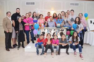 17122016 FELICIDADES.  Roberto Rubio celebró su cumpleaños con una fiesta en familia.