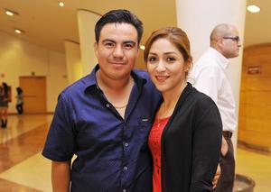 17122016 EN EL TEATRO.  Omar y Marisol.