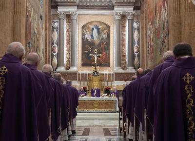 Posteriormente, celebró una misa con cardenales.