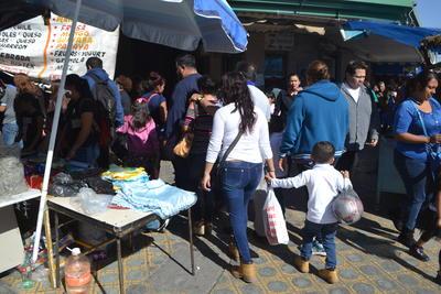 Además de los habitantes de Torreón, ciudadanos de Gómez Palacio y Lerdo, también acudieron al Centro para realizar sus compras.