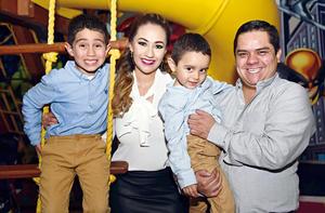 18122016 Guillermo, Evelyn, Leonardo y Guillermo.