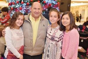18122016 EN FAMILIA.  Roberta, Gerardo, Anafer y Valeria.