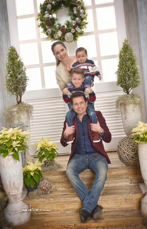 18122016 Familia en sesión de Navidad. - Maqueda Fotografía