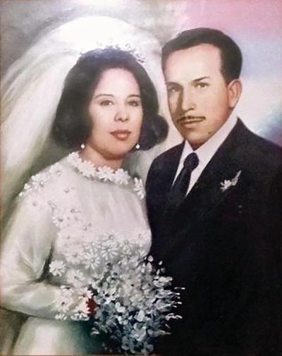 18122016 Sra. María Nieves Mota García e Ing. Cipriano Ontiveros Martínez el 17 de diciembre cumplieron 45 años de casados, por lo que se encuentran recibiendo múltiples felicitaciones.
