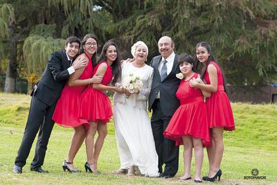 18122016 La pareja con sus nietos: Carlos, Jimena, Yunuen, Ary, José Majid, Aranza y Jatzin.