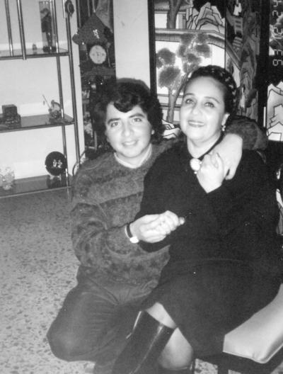18122016 Ing. Juan Mario Quintero Carrillo y su madre, Guadalupe Leticia Carrillo Nájera, en 1990.