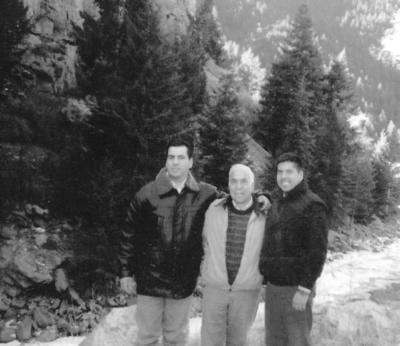 18122016 Dionisio Sánchez Herrera en compañía de sus hijos, Javier y Arturo, en Denver, Colorado.