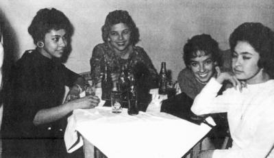 18122016 Socorro Contreras, ahora de Pulido Flores, con Meche, Chayo y Kity, hace unas décadas.