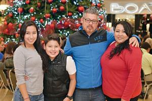 20122016 Cindy, Kevin, Adrián y Aracely.