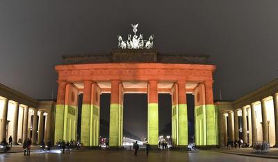 La Puerta de Brandeburgo se encendió con los colores de la bandera alemana.