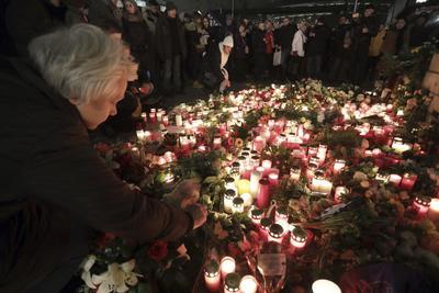 El Estado Islámico se adjudicó el ataque donde un camión arrolló a una multitud en el mercado navideño de Berlín.