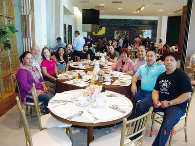 22122016 Rosa Delia, Ricardo, Maricruz, Matilda, Mario, Luis Eduardo, Moisés, Enrique, Rubén, Lucía y Rafa.
