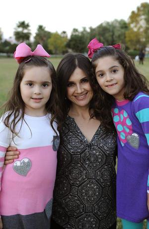 Ale con sus hijas, Jessica y Ángela
