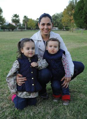 Judy con sus hijos, Marieta y Jorge