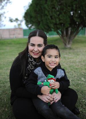 Rosario con su hijo, Luis David