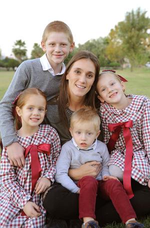 Titi con sus hijos, Diego, Renata, Regina y David