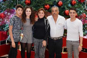 24122016 Hiram, Samira, Carmen, Armando y Armando.