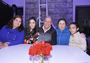 24122016 BRINDIS.  Anabel, Nini, Samir, Edith y Valeria.