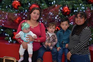 24122016 Esmeralda, Ian, Andrew y Gloria.