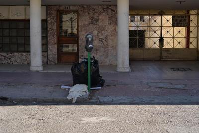 Los contenedores en la ciudad, quedaron repletos de basura de todo tipo. Para los ciudadanos no fue problema, pues dejaban la basura en donde hubiera espacio.