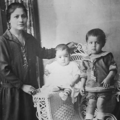 25122016 Sra. Marina Díaz de Sifuentes, José Sifuentes y Juan Antonio Sifuentes (f). Foto tomada hace 90 años.