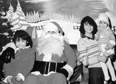 25122016 Claudia, Brenda y Erika González hace algunos años.