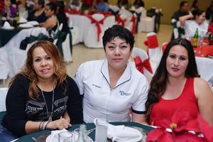 26122016 Yelile, Ana Paty y Laura Elena.