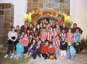 25122016 CONVIVENCIA DECEMBRINA.  Muy divertida resultó la posada organizada por las mamás del club de futbol infantil Santitos.