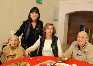 27122016 Hermilia de Escamilla, Paty de Martínez, Cristina Morales y Daniel Escamilla.