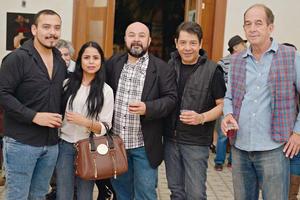 28122016 AMIGOS.  Víctor, Nohemí, Hans, Héctor y Lalo.