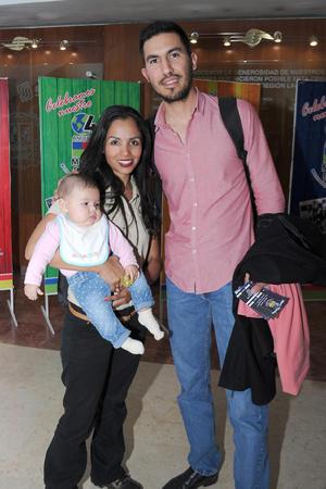 28122016 EN FAMILIA.  Angélica, Quique y Daniela.