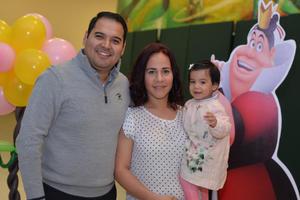 28122016 DISFRUTAN DE ESPECTÁCULO NAVIDEñO.  Jorge, Dalila y Regina.