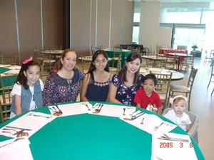 28122016 EN FAMILIA.  Nathalia, Carmen, Valeria, Maru, Diego y Ximena.